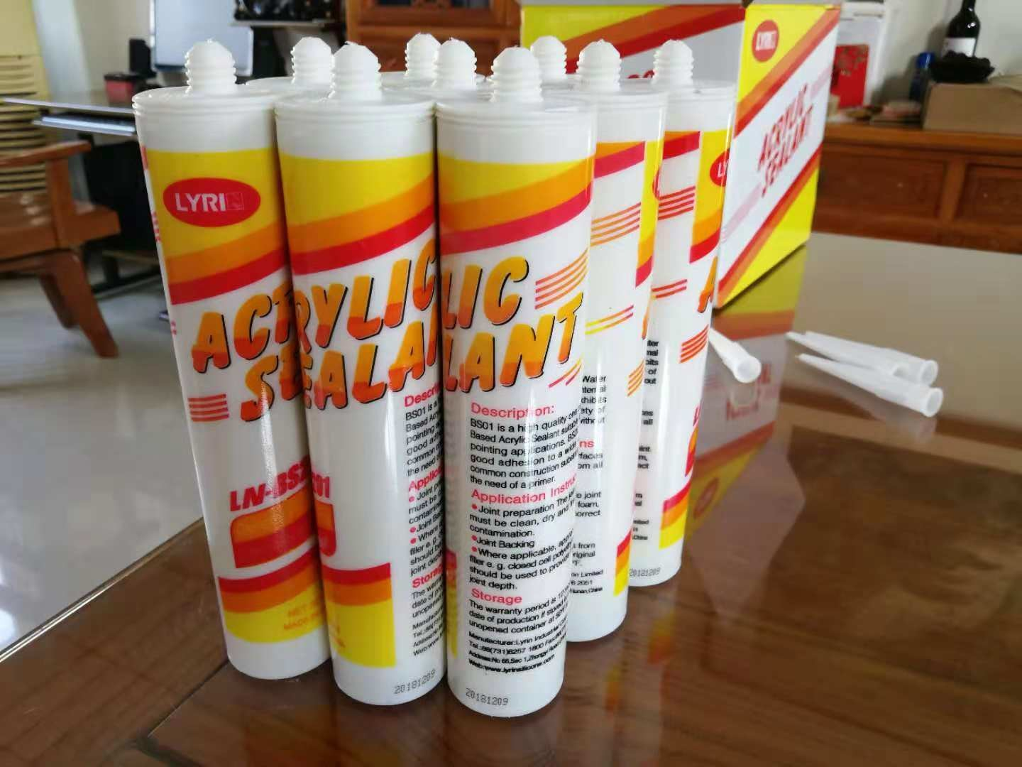 Made in China superior quality acrylic silicone sealant / acrylic adhesive